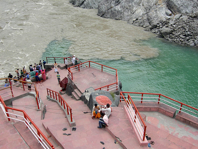 alaknanda and bhagirathi meet at a point